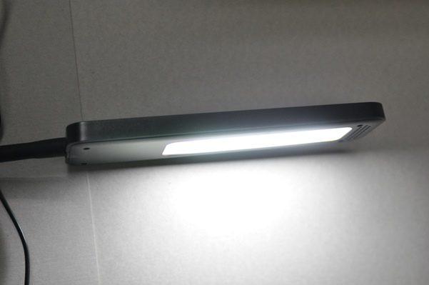 手元を照らす屋内用クリップライトをamazonで買う