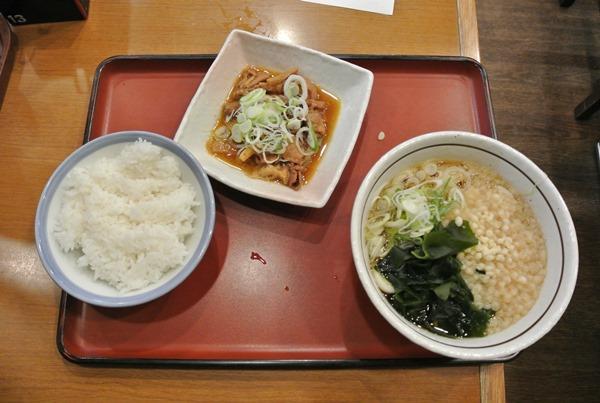 山田うどんのパンチセットは最高においしい