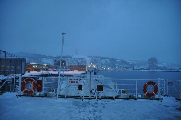 2017北海道好きなら冬に行かないとの5泊6日旅 その9群青の紺青のフェリーでの海上と香深港入港2017年1月31日