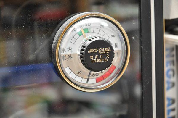カメラレンズのカビから守る電気防湿庫と乾燥剤防湿庫違い