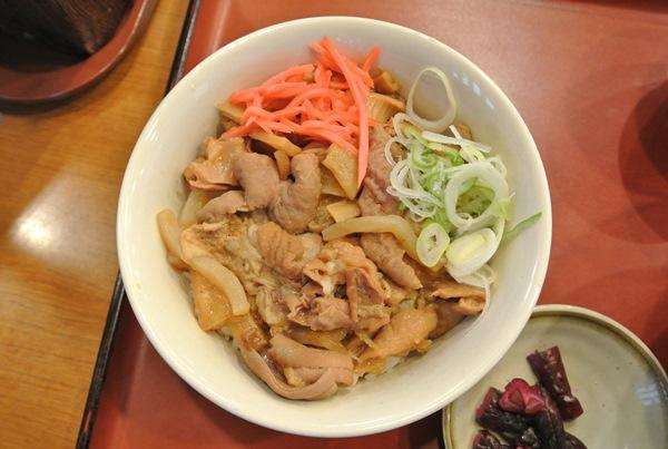 山田うどんのスタミナパンチ丼セットおいしかった